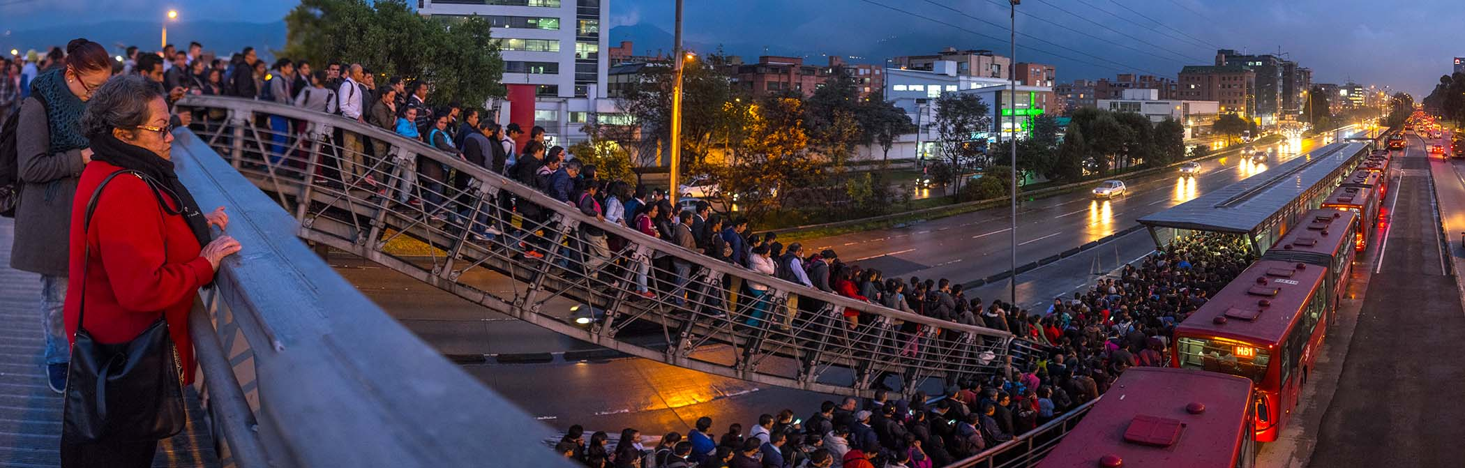 According to Transit App Moovit, one in every 5 passengers on Bogota's public transit system transfers twice on a single journey. This picture in 2017 captures passengers as they wait to board one of Bogota's TransMilenio's BRT service. (Image: Flickr)